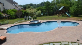 Freeform-Pool-with-Patio-Pavers