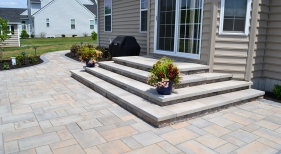 Techo-Bloc-Mini-Creta-Steps-with-Blu-60-pavers