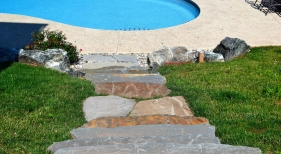 Pool-entryway-with-steps